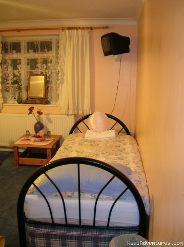 Single Room with private shower and wash (#4 of 11) - Beautiful Guest house / b&b near Gatwick airport