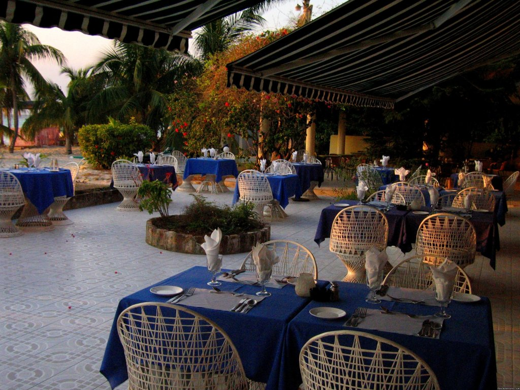 Alfresco dinning by the sea | Image #8/8 | Charela Inn