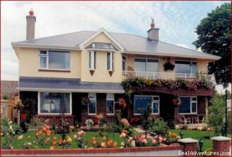 Awaken to Magnificent view of Killarney's Lakes and Mountains , No smoking home , 5 min walk to town center .Family run B&B all rooms with private bathrooms,tv / tea / coffee / hairdryer / Clock radio Wi Fi  