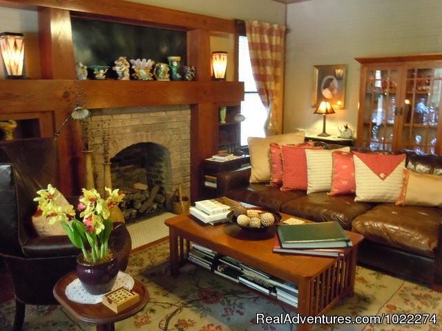 Parlor - Historic Inn & Romantic B & B - Grady House