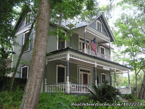 - Historic Inn & Romantic B & B - Grady House