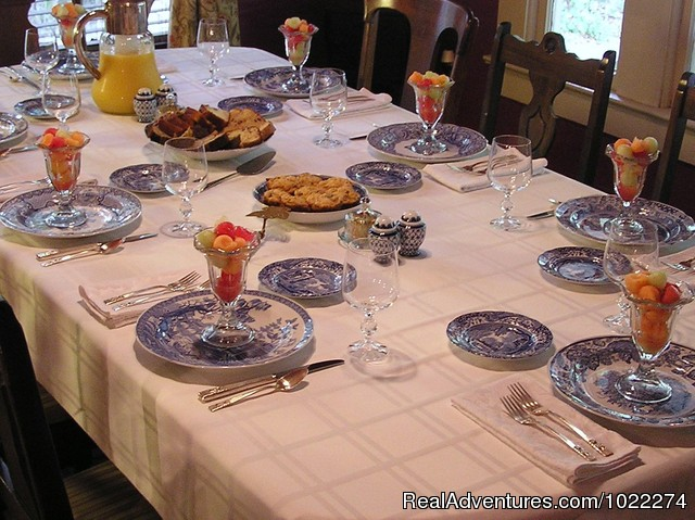 Breakfast - Historic Inn & Romantic B & B - Grady House