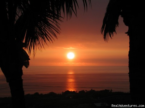 Hale Ho'onanea Bed & Breakfast: Sunset View