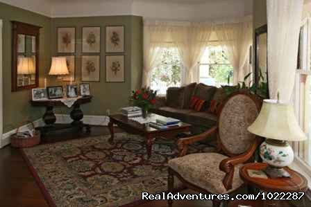 Front Room at the Haydon Street Inn - Wonderful B&B in the Heart of Healdsburg