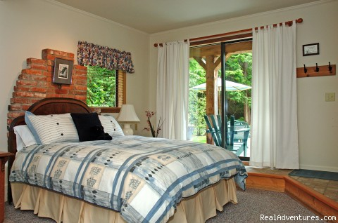 lower level bedroom - A West Wind, Tofino