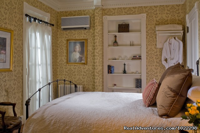 Classic Queen Bedrooms - The Jackson House Inn