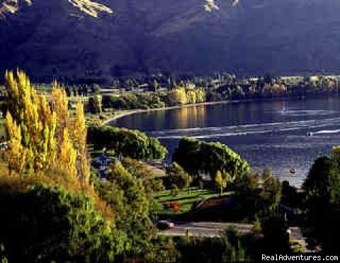 lake views in Autumn of Wanaka - Alpine Motel Apartments -wanaka Nz
