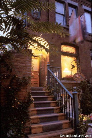 House on McGill Toronto, Ontario Bed & Breakfasts