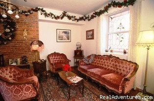 Victorian Parlour - The Roosevelt Inn, Bed and Breakfast
