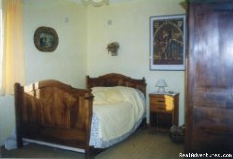 Yellow bedroom - 'Romantic Getaways at Le Tertre B&B'
