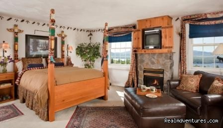 Totem Room - Lodge at Moosehead Lake for Nature Loving Hideaway