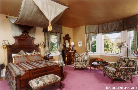 Prior House B&B Inn: Antique Filled Suites
