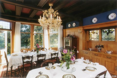 Diningroom with Venetian Chandelier - Prior House B&B Inn