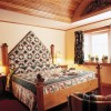Cortina Inn and Resort Quilt bed in Innkeepers Suite