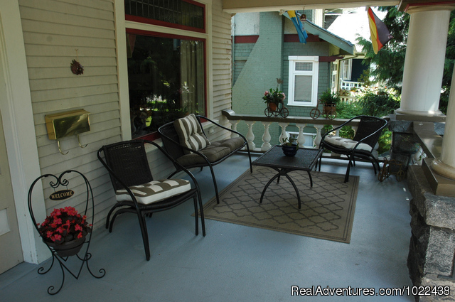 Nicest deck in the city - Windsor Guest House