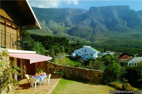 Front view with Table Mountain - Cape Town Eagle's Nest Guest House, South Africa