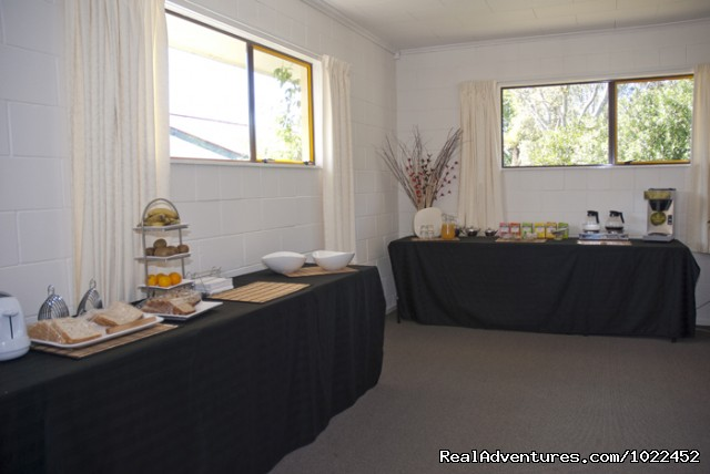 Aotearoa Lodge & Tours - Continental Breakfast - Aotearoa Lodge & Tours for relaxed homely ambience