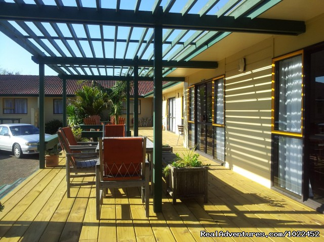 Sunny deck outside superior studios. - Aotearoa Lodge & Tours for relaxed homely ambience