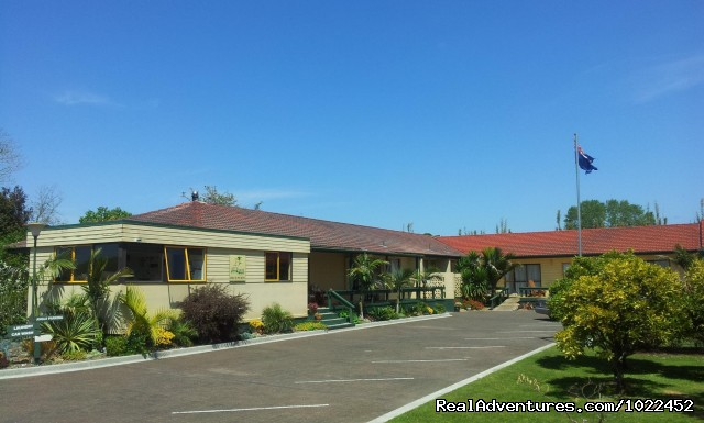 Aotearoa Lodge, front view - Aotearoa Lodge & Tours for relaxed homely ambience