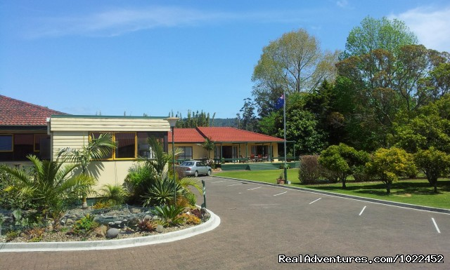 Aotearoa Lodge, side view - Aotearoa Lodge & Tours for relaxed homely ambience