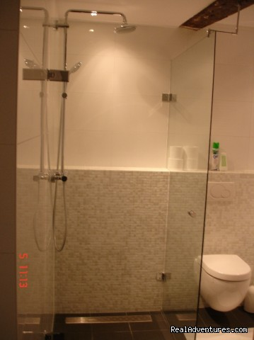 Shower Orange Room - Amsterdam Heren bed and breakfast