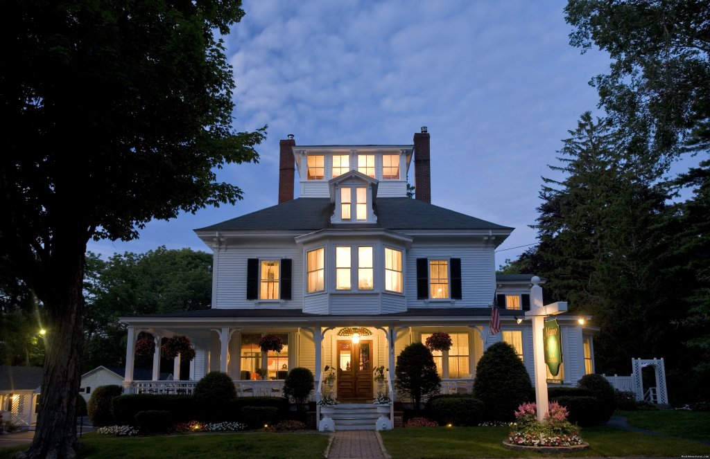 The Maine Stay Inn and Cottages provides travelers with an atmosphere of relaxed sophistication. Located in Kennebunkport's historic district, steps from fine shops, galleries, restaurants and the harbor.  Gourmet breakfast and luxurious lodging.