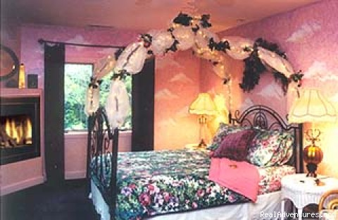 Sunset bedroom - Escape from Reality at Blue Skies Inn B & B