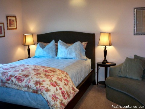 Premium Queen room with private bathroom - A Bed and Breakfast Inn on Minnie Street