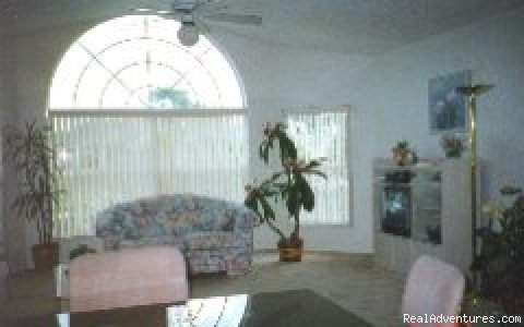 Beautifully decorated 3 bedroom/2bath villa only 10 min. from DisneyWorld/Epcot. Spacious, wonderful place to relax.