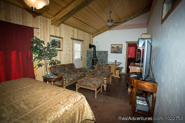 Homestead Fall King Suite - DiamondStone Guest Lodges,  gems of Central Oregon