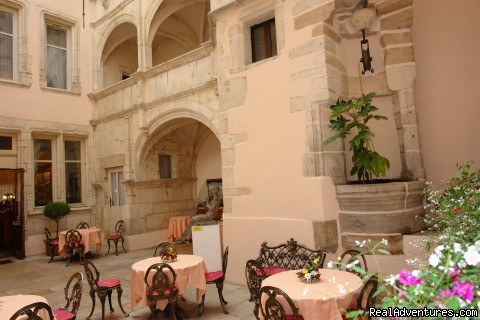 Inside Courtyard for breakfast or a drink - Hotel Le Cep****