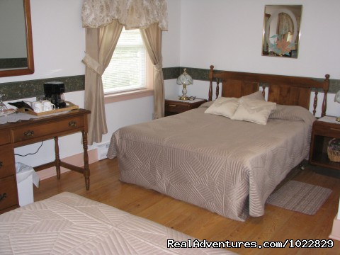 Whynacht's Beach Queen Suite - Queen & Double Bed - Anchorage House & Cottages