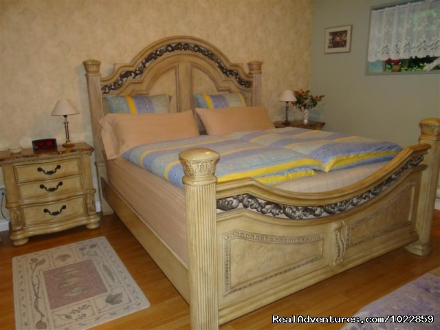 Master bedroom - recently updated - Vancouver area - Green Gables Bed and Breakfast