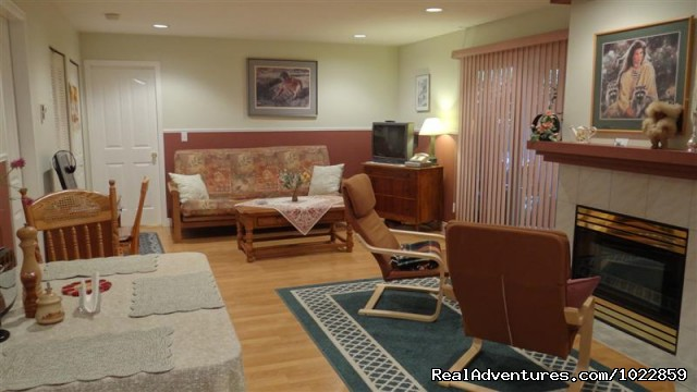 Your Suite / Family Room - Vancouver area - Green Gables Bed and Breakfast