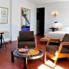 A DE LUXE + room