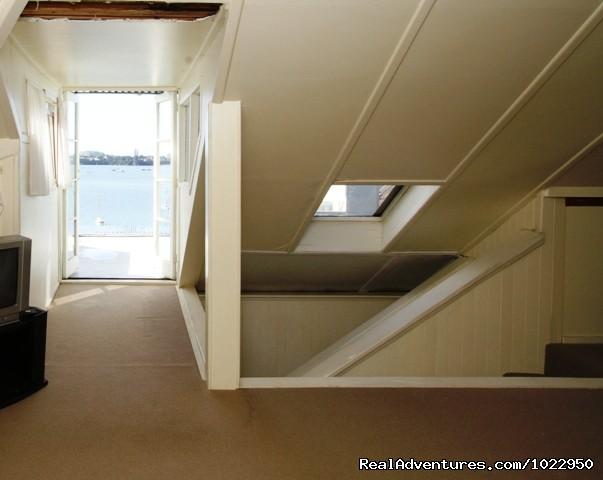 Attic Bedroom With Ocean View - Auckland Number One  House Homestay
