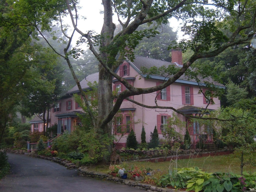 "Recognized by Forbes: ""10 Best Inns of New England.� and"