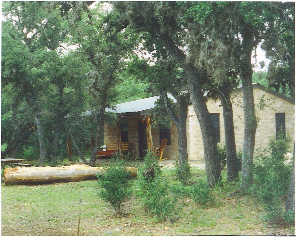 175 acres of Texas Hill Country and over a mile of the crystal clear Frio River. 1 mile from Garner State Park. Birding, tubing, fishing, hiking, horse back riding, kayaking. 15 minute drive from Lost Maples State Natural Area. Fire ring and BBQ pit.