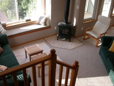 Living room - Creekside Chalet
