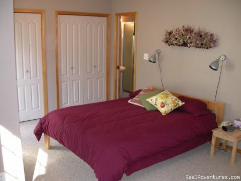 Master Bedroom (West Upper) - Creekside Chalet
