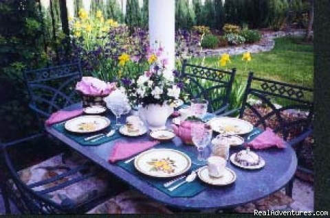 Patio Dining - Mottern's Bed & Breakfast