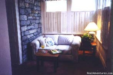 Living Room - Mottern's Bed & Breakfast