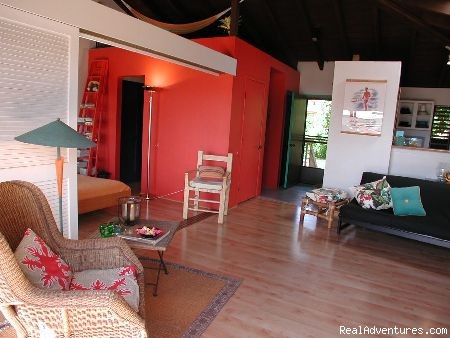 BeBack Molokai:  spacious living room
