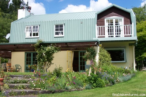 House exterior - Minarapa Lodge - tranquil country stay near Taupo