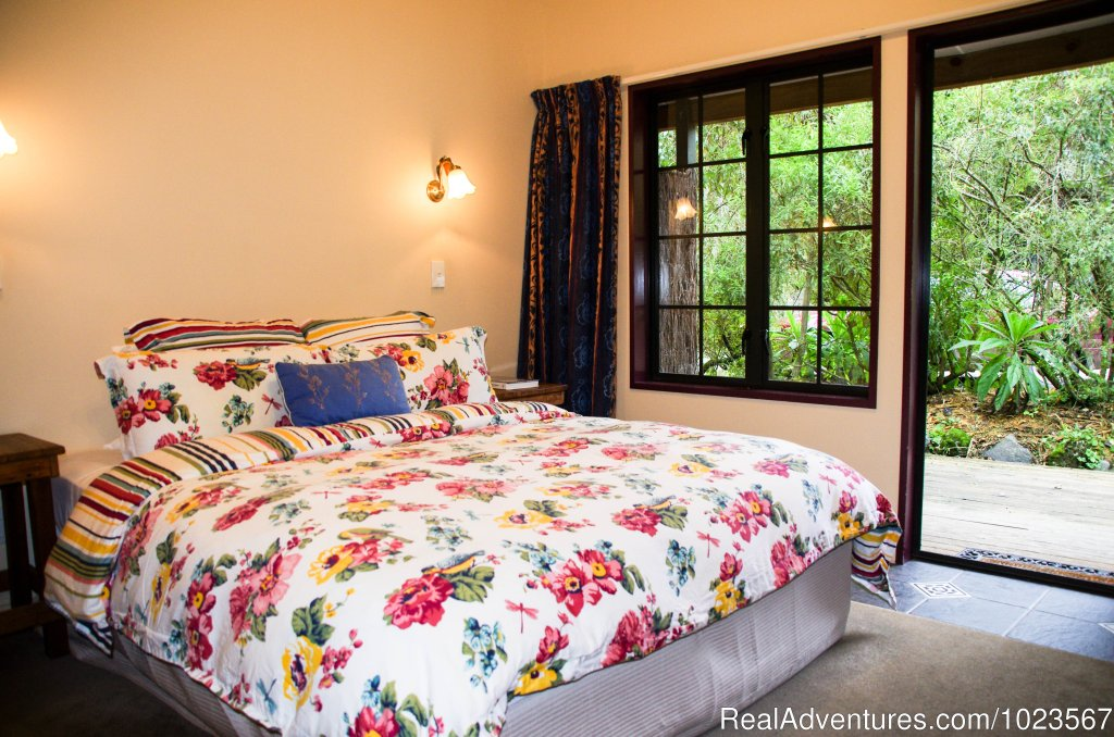 Deluxe Guest Room | Image #5/11 | River Valley Adventure Lodge