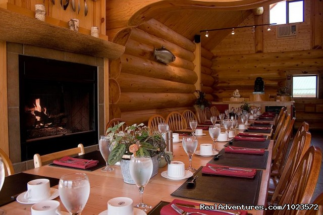 Restaurant - Exclusive Riverfront Lodge