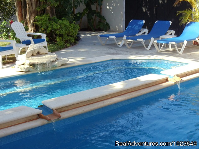Downstairs front bedroom - Cozumel 4 bd with 2 level pool, garden, hammocks