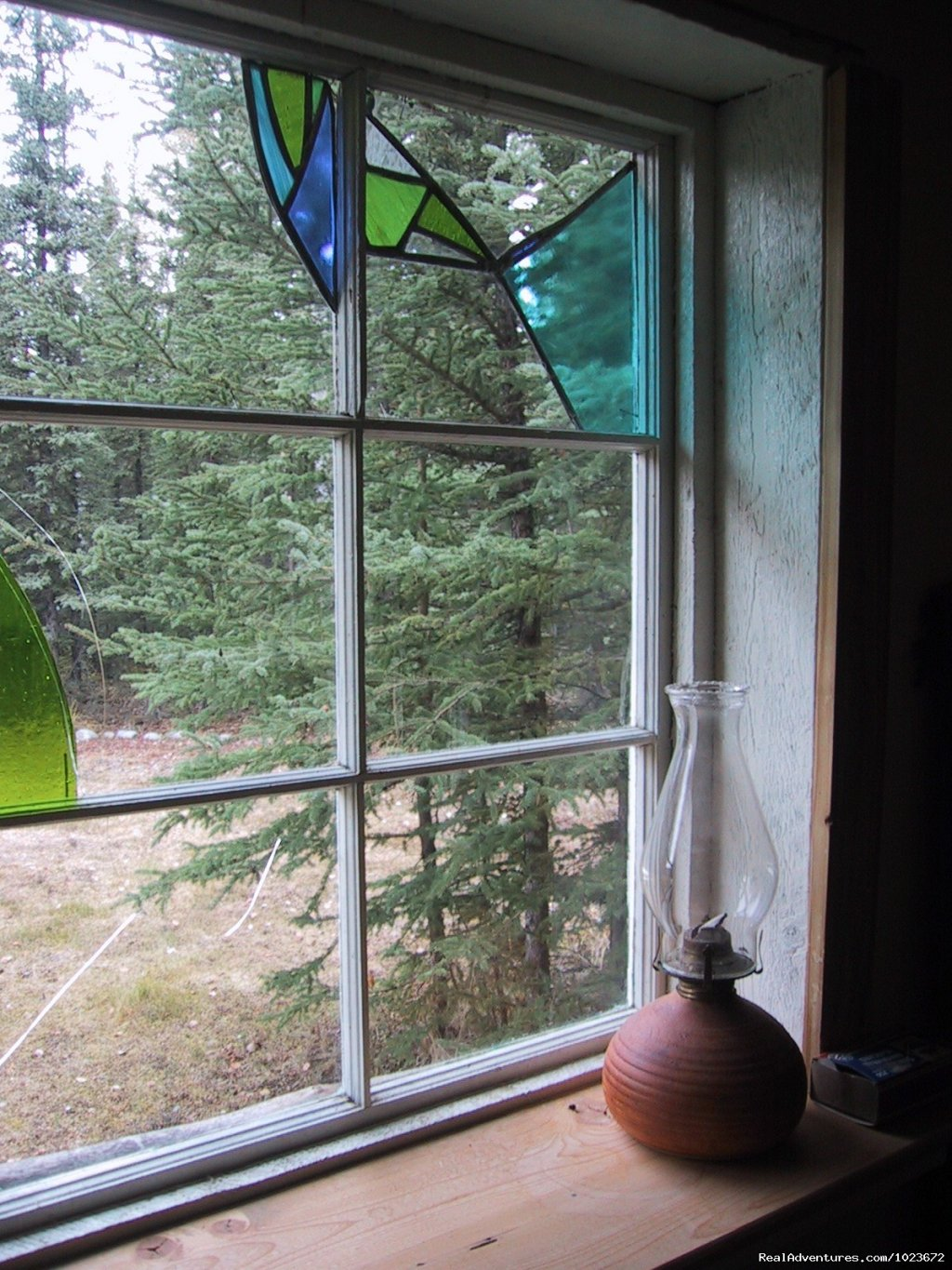 stained glass pane in the cabin | Image #5/13 | Off The Road House, where people can get in touch
