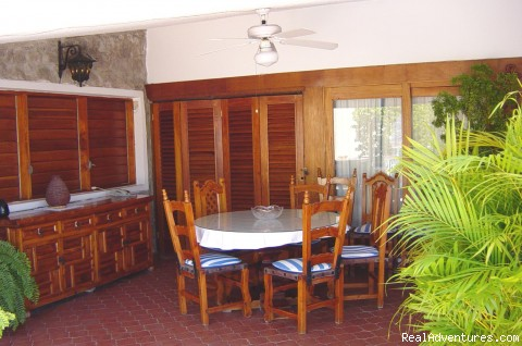 Dinning room with ceiling fan - Villa Trini