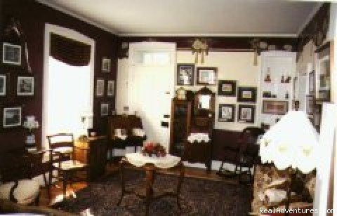 Spend the night in an art gallery!  B&B in small town nestled among Amish farms, features artwork of Innkeeper.  Rooms have fireplaces and whirlpool tubs, and a separate property for large groups.  Gourmet breakfasts, near antiquing, outlets.
